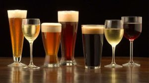 Productores globales de cerveza, vino y licores luchan contra el consumo nocivo de alcohol