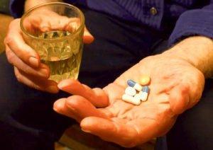 El perill de barrejar certs medicaments amb alcohol