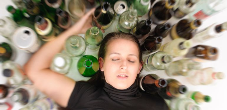 Intoxicació per alcohol: símptomes i tractament